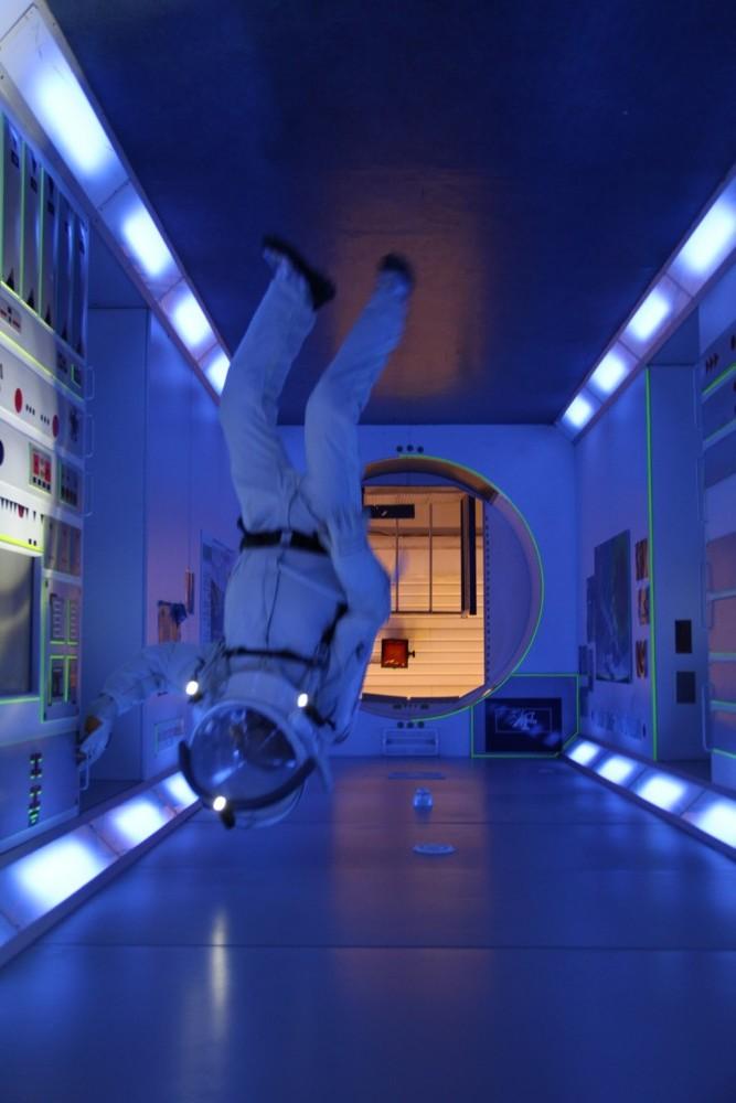 15 02 27 - 16h 35m 28s - eurospace center alain en scaphandre apm colombus  (1) r2