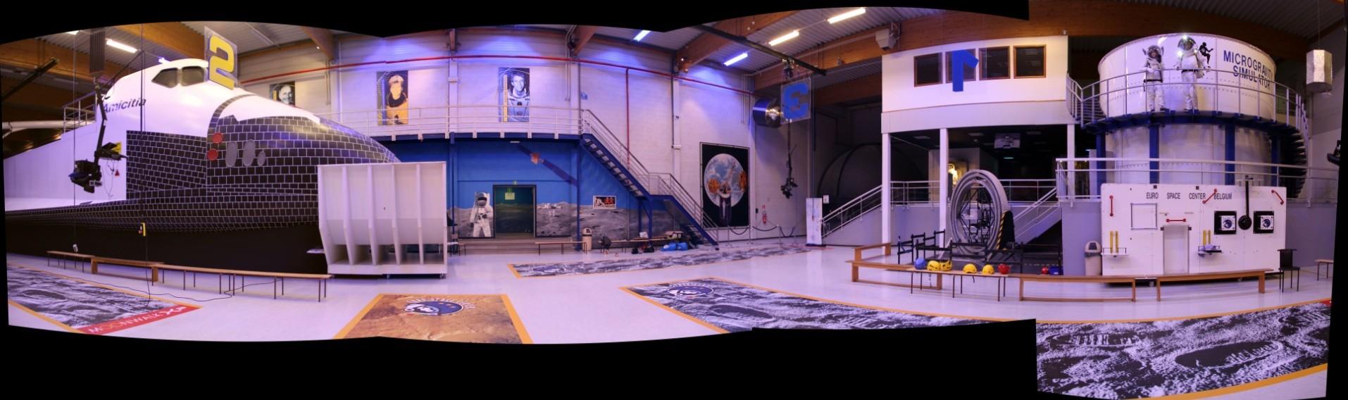15 02 27 - 18h 12m 50s - Eurospace Center Giulia et Victor en scaphandre APM_stitch r