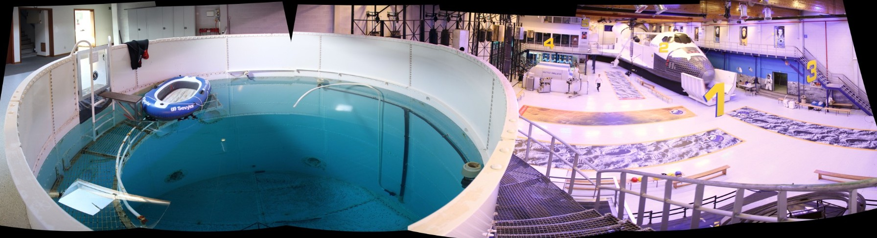 15 02 28 - 09h 15m 16s - Eurospace center hall_stitch r