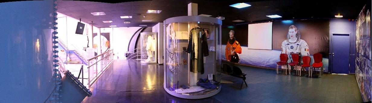 15 02 28 - 09h 20m 36s - Eurospace center hall_stitch r