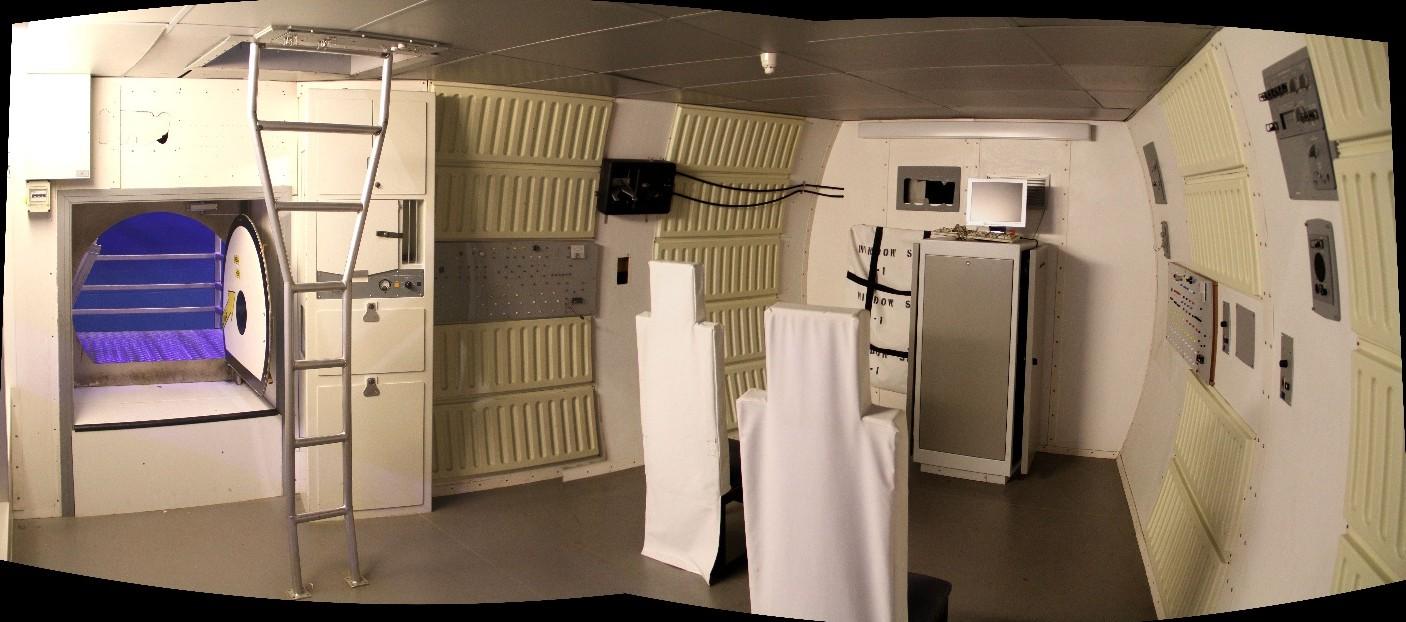 15 02 28 - 09h 26m 58s - Eurospace Center intérieur navette Amicitia_stitch r