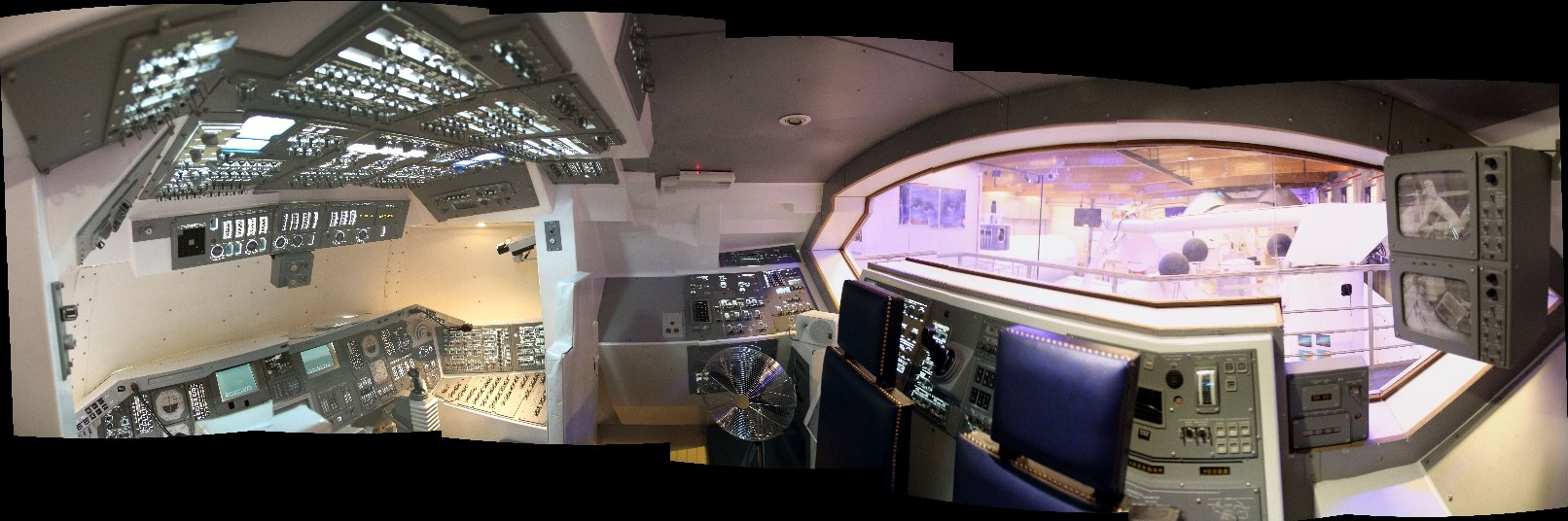 15 02 28 - 09h 29m 36s - Eurospace Center intérieur navette Amicitia_stitch r