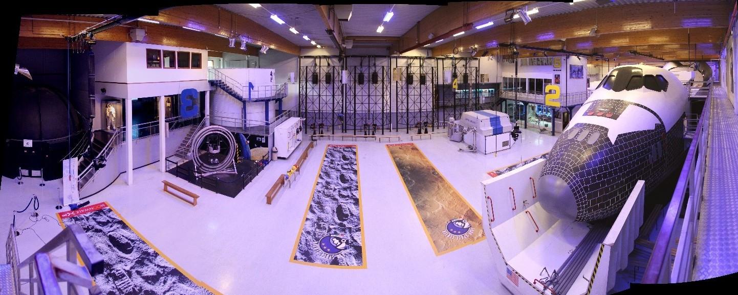 15 02 28 - 09h 34m 32s - Eurospace Center hall_stitch r2