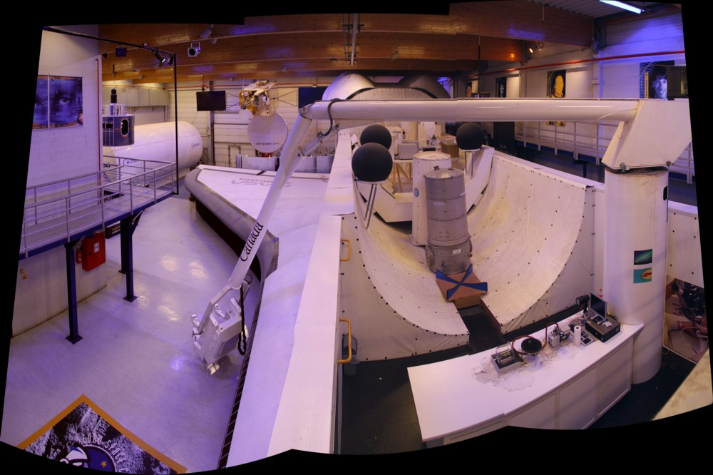 15 02 28 - 09h 35m 42s - eurospace center hall_stitch r