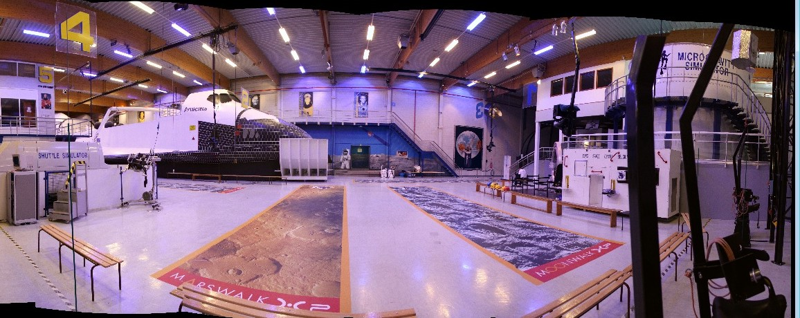 15 02 28 - 09h 50m 40s - Eurospace Center hall (1)_stitch r