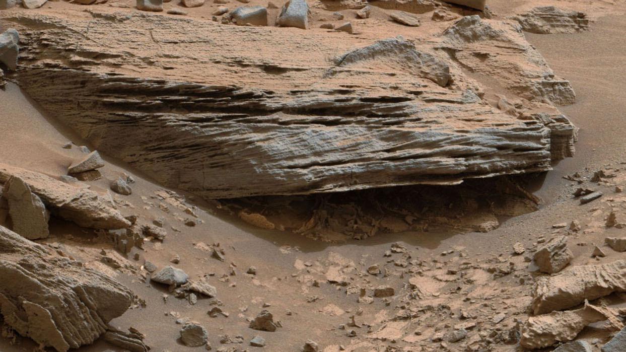 Croisement de l'orientation des couches de sédiments (cross-bedding) témoignant du passage d'un courant animé de vaguelettes et de rides, telles qu'on en observe dans les lacs. (doc. NASA/JPL)