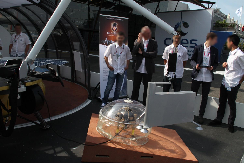 15 06 16 - 10h 17m 24s - Bourget CNES maquette InSight rec