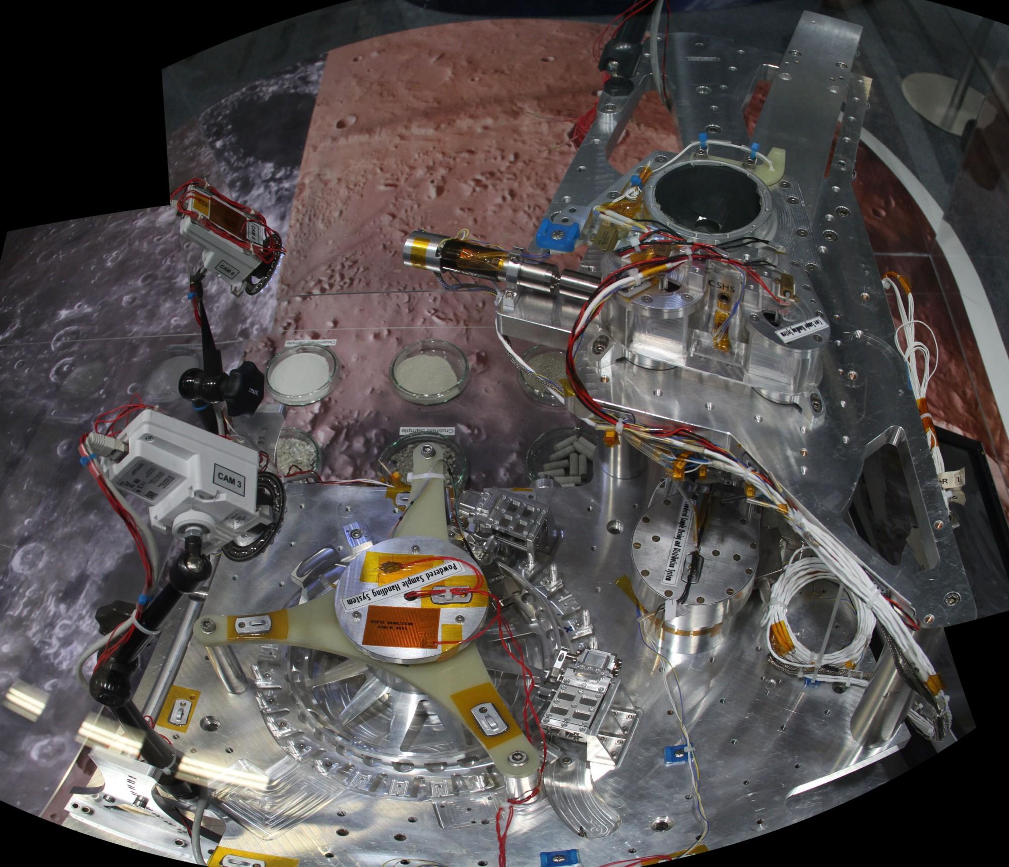 15 06 16 - 14h 42m 57s - Bourget OHB syst traitement ech ExoMars stitch r