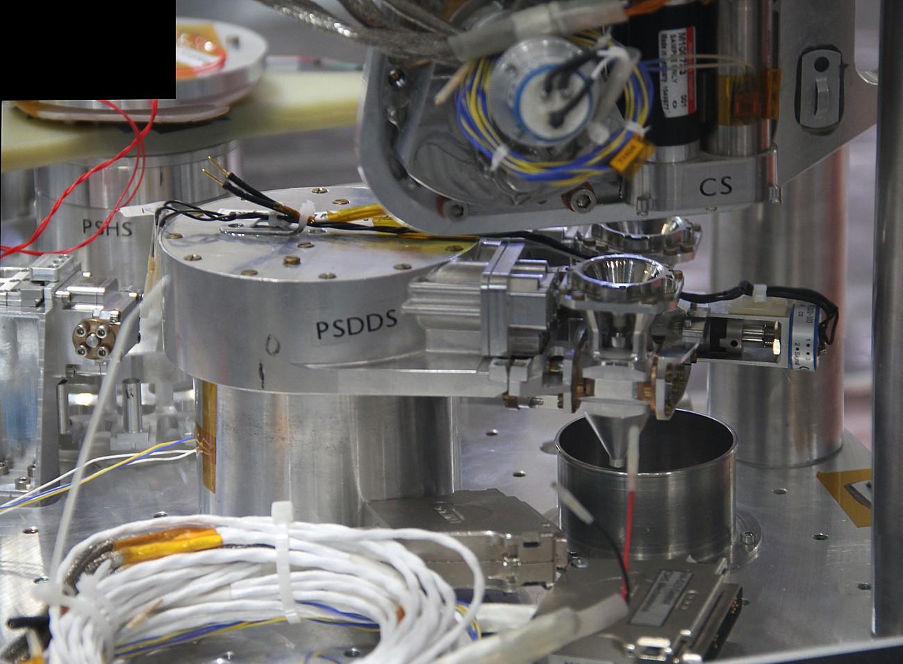 15 06 19 - 17h 05m 24s - bourget ohb syst traitement echantillons exomars_stitch r