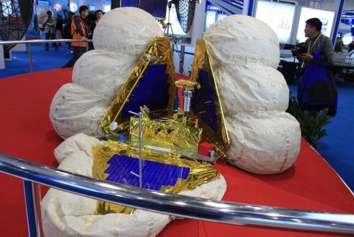 Fig. 3 - Projet d'atterrisseur chinois muni d'airbags pour amortir le choc à l'atterrissage (Doc. DR)