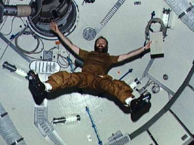 Skylab was operated in an atmospheric pressure of 340 hPa only. (doc. NASA)
