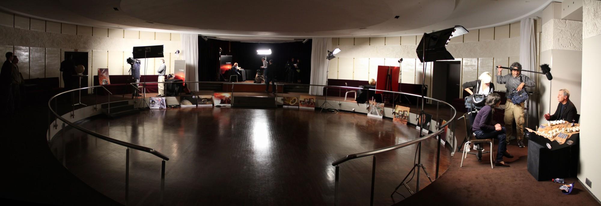 Les interviews en bas