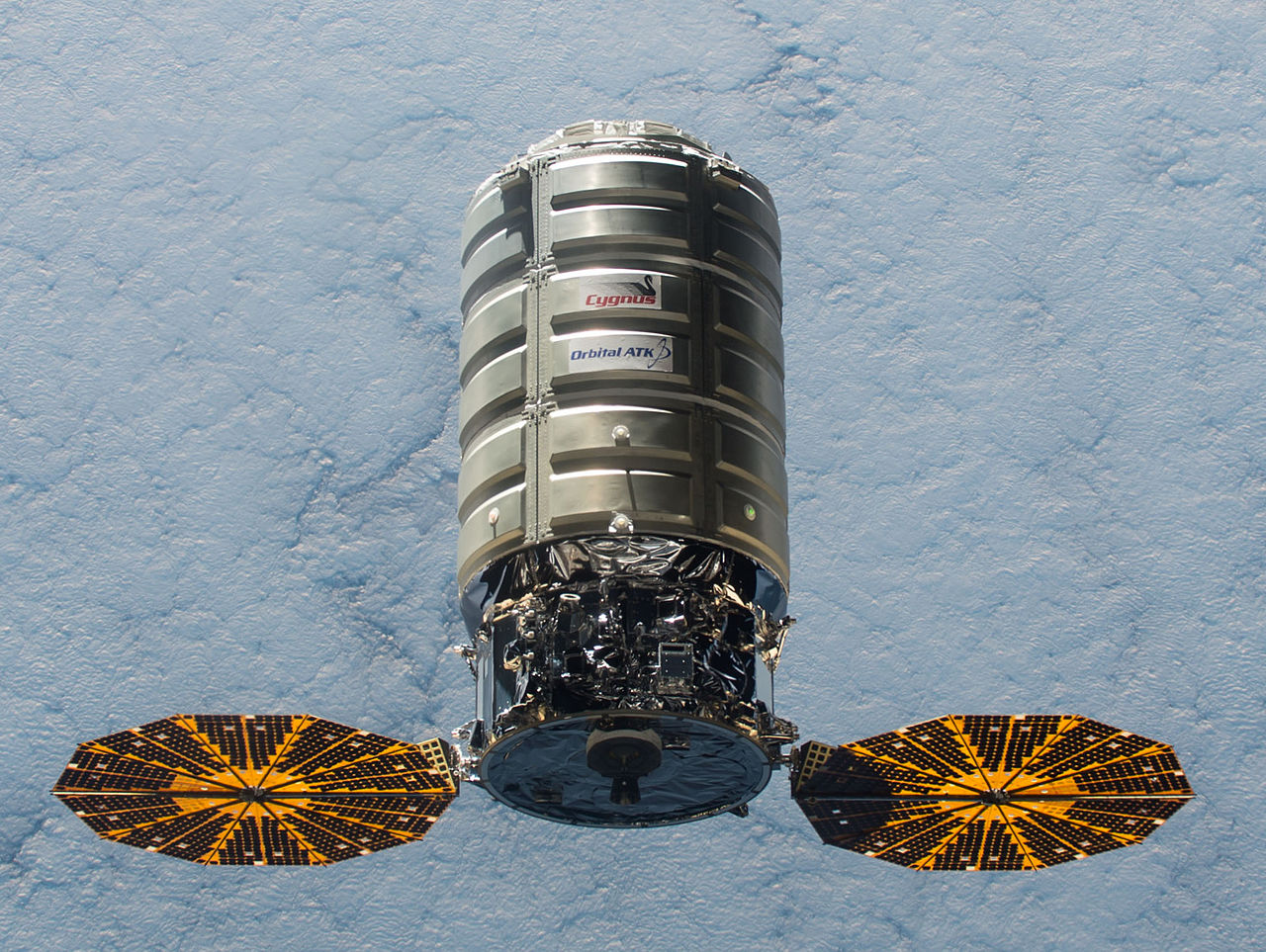 ISS-45_Cygnus_5_approaching_the_ISS_-_crop (1)