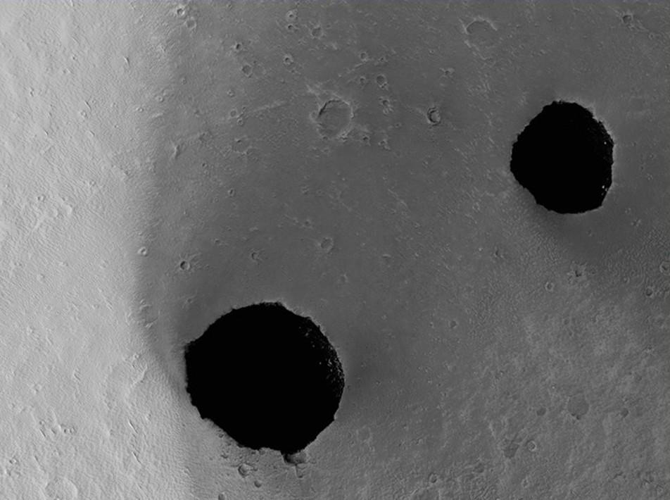 les gouffres Ascraeus Mons