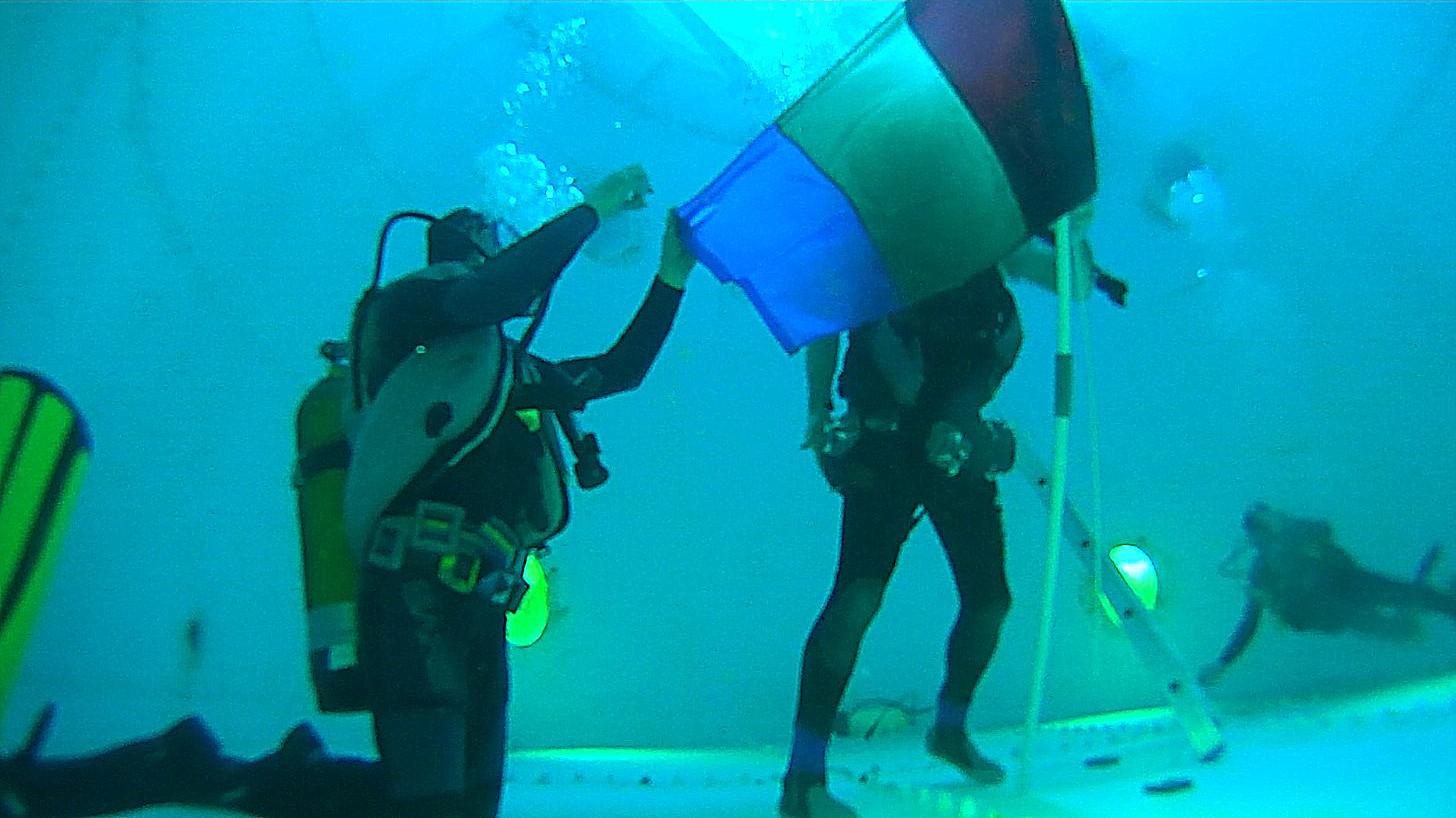 16 03 10 3mn40 préparatifs drapeau tr
