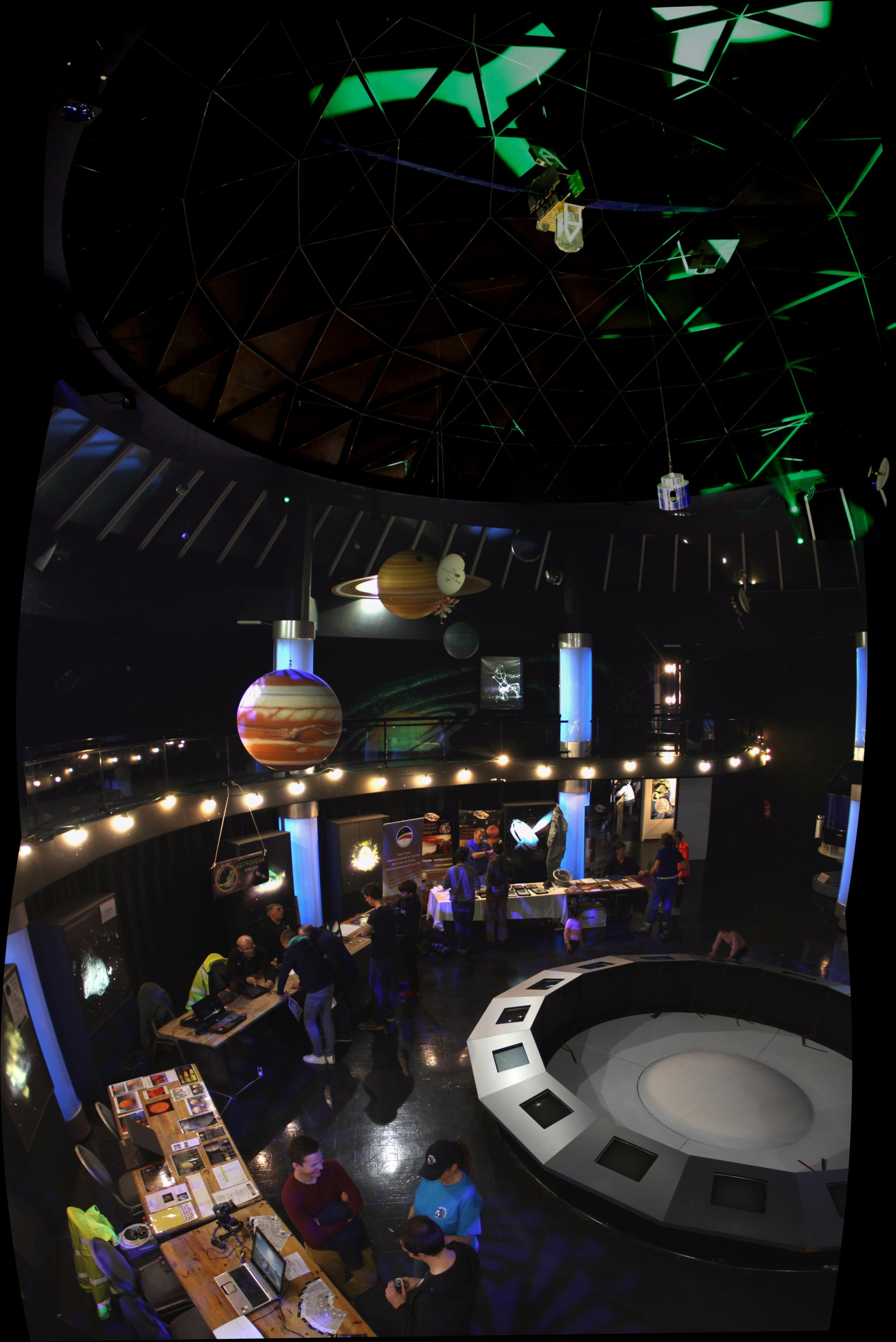 16 08 11 - 20h 00m 32s - euro space center tr_stitch r