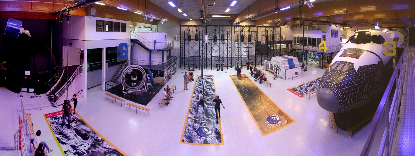 16 08 12 - 10h 41m 01s - Euro Space Center_stitch r