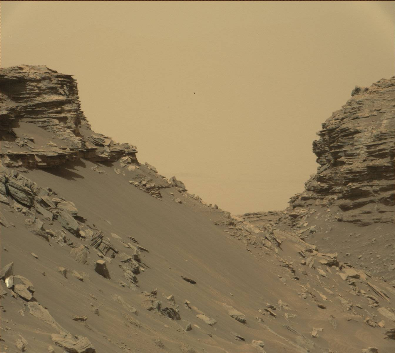 16-09-08-mars-curiosity-rover-msl-rock-layers-pia21042-full