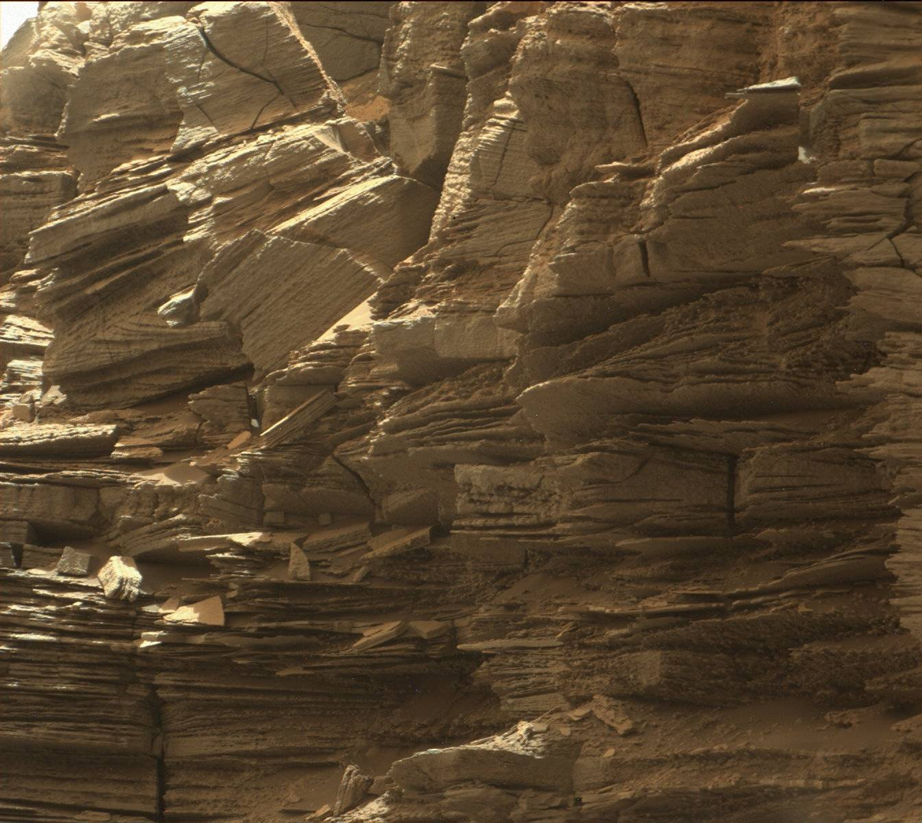 16-09-08-mars-curiosity-rover-msl-rock-layers-pia21043-full