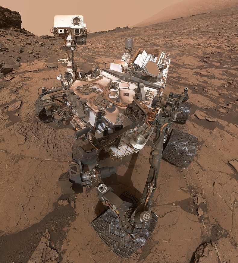 msl-curiosity-murray-buttes-selfie-pia20844-detail-2